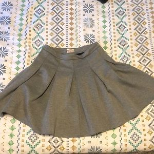 Thick Pleaded Gray Skirt